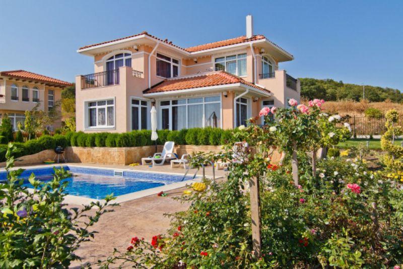 Дом на берегу варны